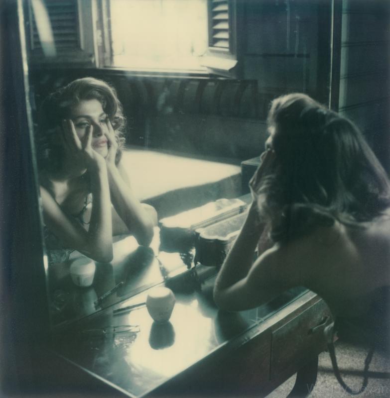 circles atelierchristine.com-marie-claire-fashion-photography-polaroid-wendy-bevan-atmosfere-neorealiste-01