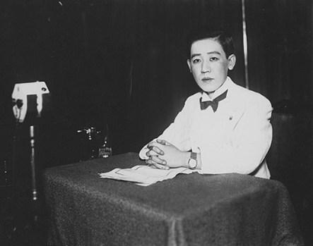 Yoshiko_Kawashima_in_recording_studio_1933