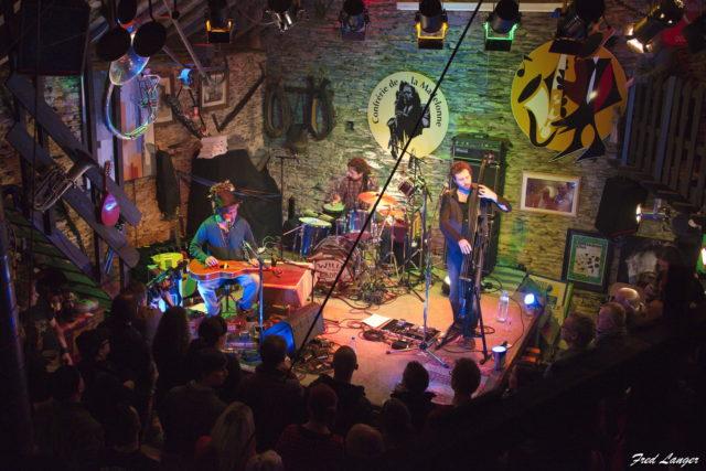 Vue sur la scène du Club - Wille and the Bandits