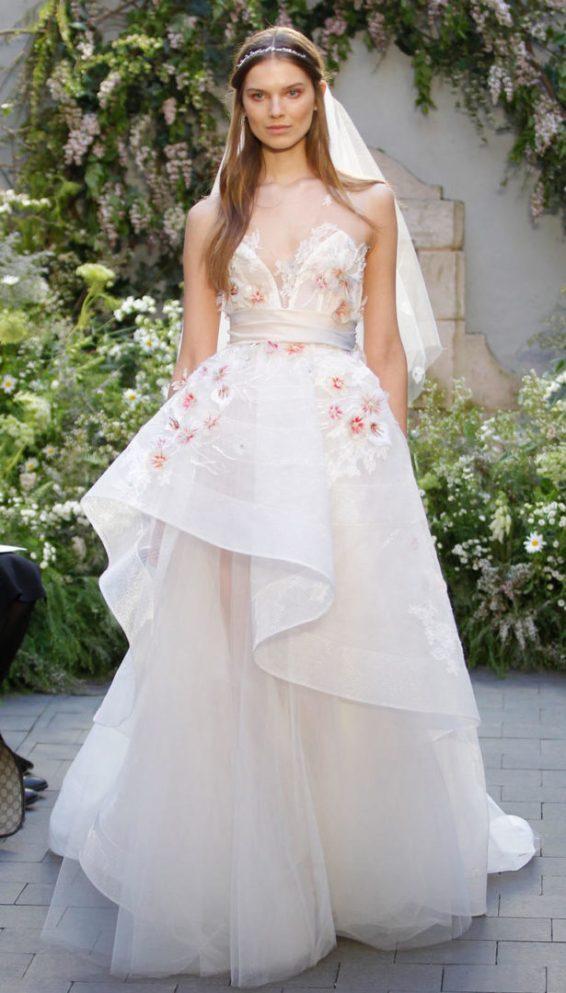 Monique Lhullier Brautkleid Ballkleid Ornamente Blumen Blush