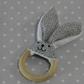 Anneau de dentition oreille de lapin pois gris/ handmade rabbit teething ring