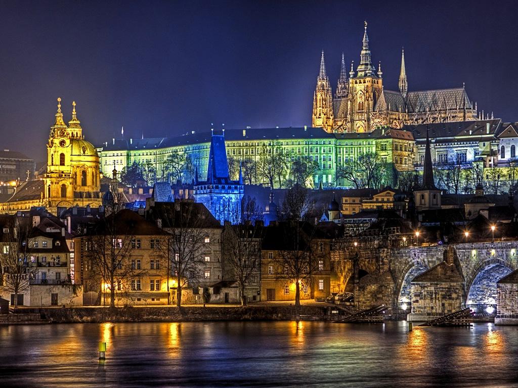 Dall'Immacolata all'Epifania: 10 capitali europee da visitare e assaggiare!