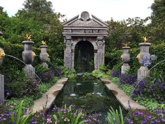 Scorcio del giardino del castello