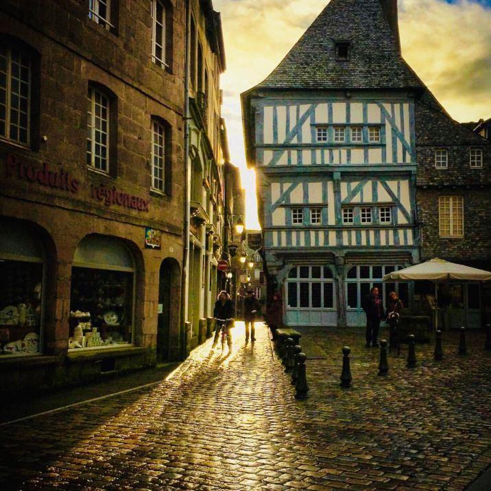 Dinan Côtes d'Armor (Bretagna)Una delle case a graticcio più famose di tutta la città