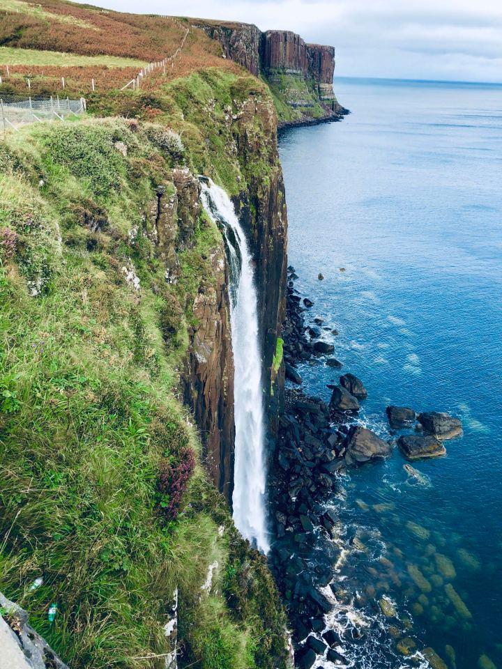 Isola di Skye: Kilt rock immagine della cascata che si tuffa in mare