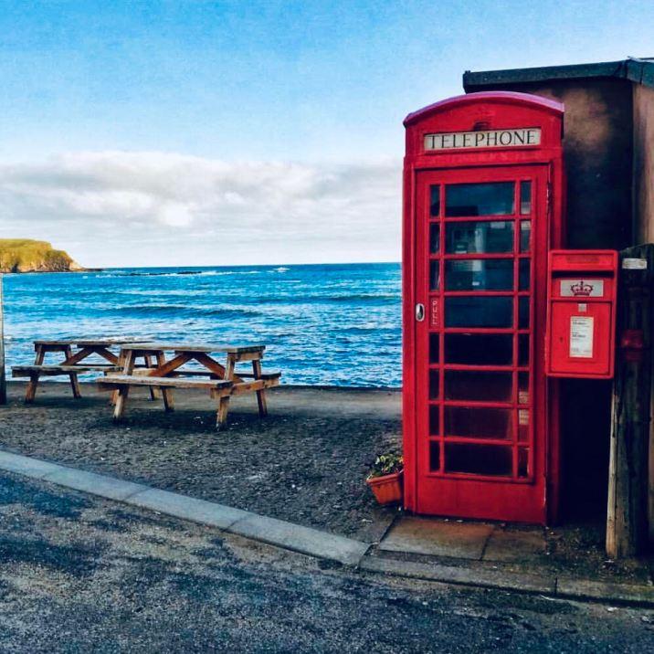 Pennan, la famosa cabina telefonica rossa