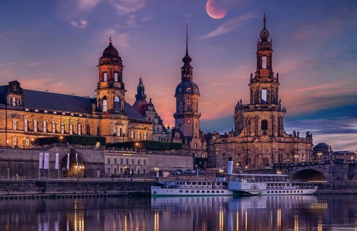 Dresda: Altstadt al tramonto vista dall'Elba