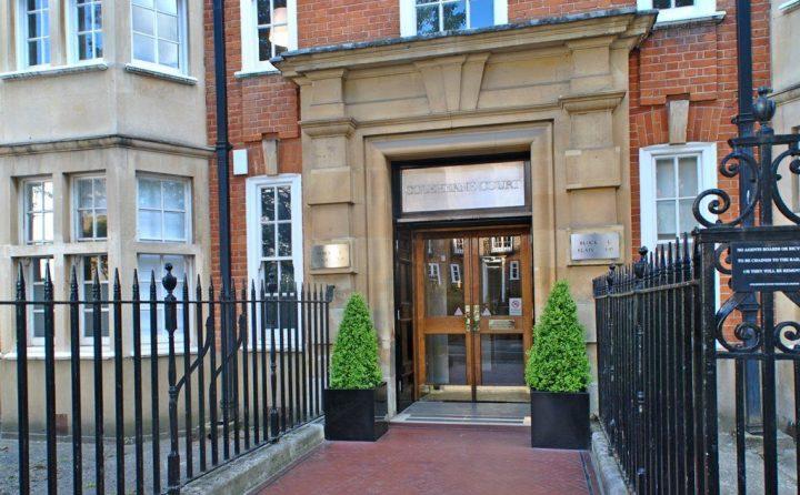 L'ingresso della dimora di Lady Diana Spencer dal primo luglio 1979 al 23 febbraio 1981.
