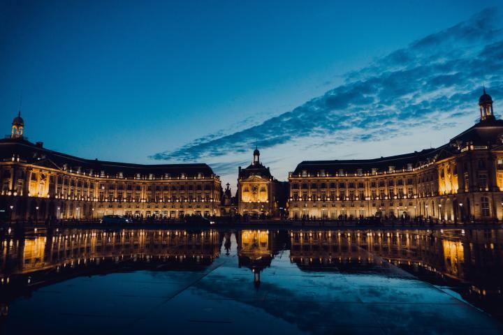 Place de la Bourse - Photo by Juan Di Nella on Unsplash