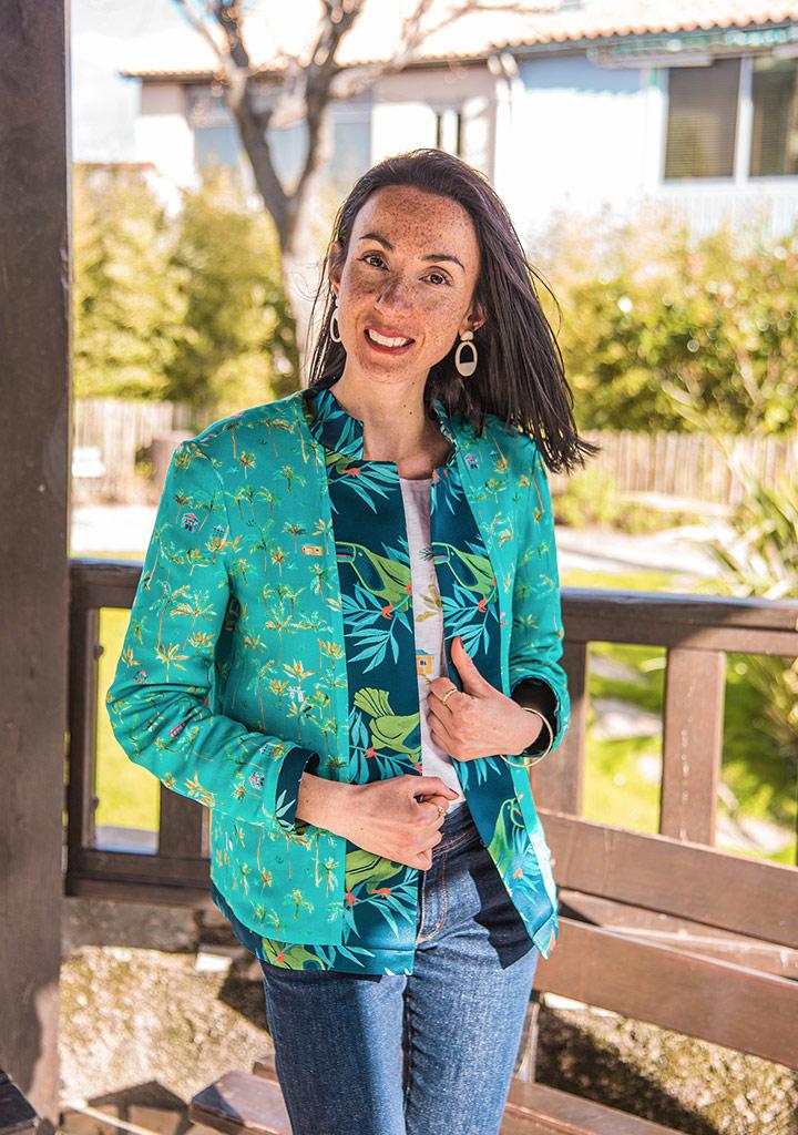Vêtements eco-responsables de la marque française de mode éthique Bleu Tango, présentés par la blogueuse Mademoiselle Coccinelle. Créations inspirées de l'Île de la Réunion. Boucles d'oreilles en ivoire végétal de la marque française de mode éthique Mazonia.