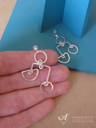 boucles-oreilles-perspective-taille-moyenne-main-annamorfoz