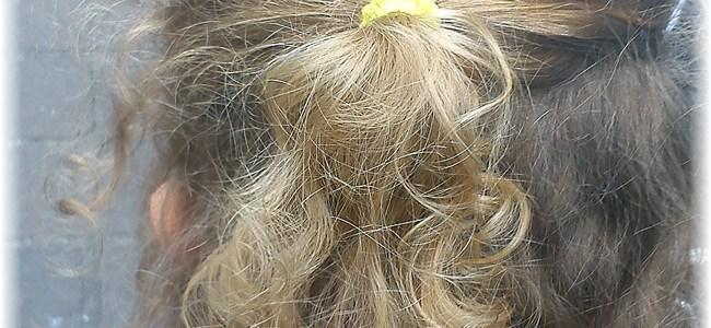 Prendre soin des cheveux bouclés des petites filles