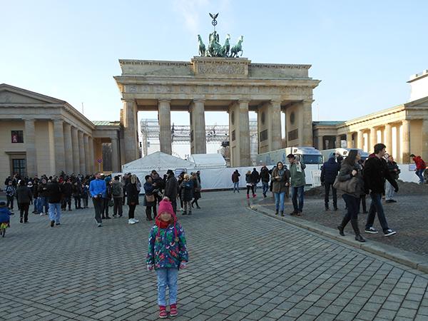 La Miss devant la Porte de Brandebourg