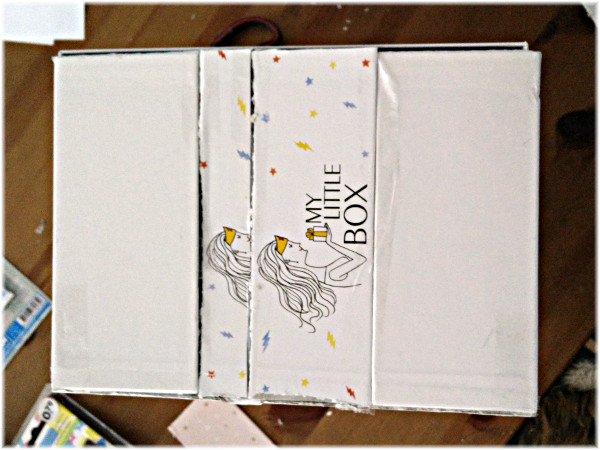 box de maquillage avec une little box