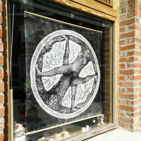 Les fenêtres qui parlent artiste