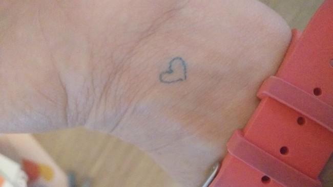 coeur sur le poignet