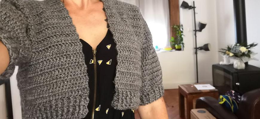 [Crochet] Le gilet court par Hooked on homemade happiness + patron traduit
