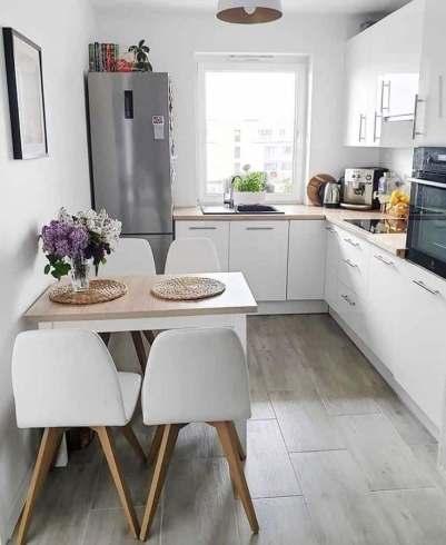 Petite cuisine en longueur blanche décoration