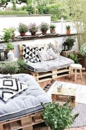 Salon de jardin cocooning en palettes de bois