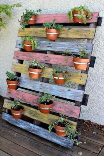 mur végétal en palettes de bois