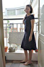 Oktopus-Carmen-Kleid Totale vorne