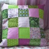 rosa-grünes Patchworkkissen