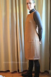 Burda-Wollkleid-11-Tragefotot seitlich