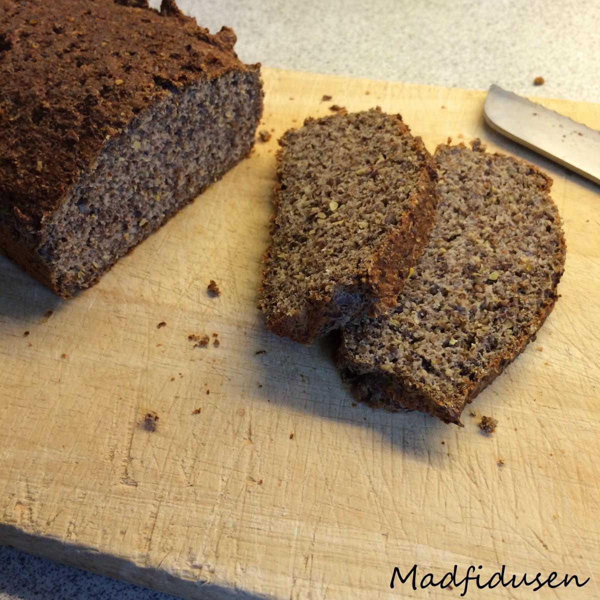 Nøddefrit stenalderbrød: Hørfrø brød