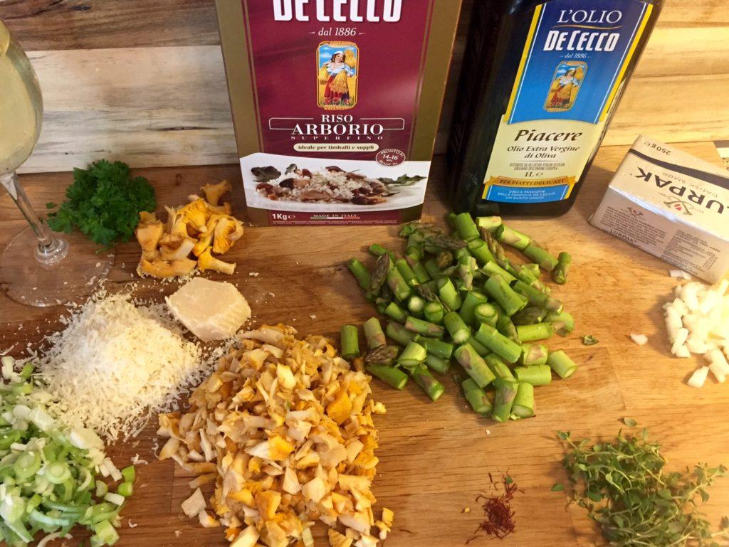 Risotto med kantareller, grønne asparges og safran