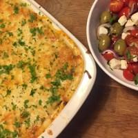 Moussaka med hjemmelavet mornaysauce og varme krydderier