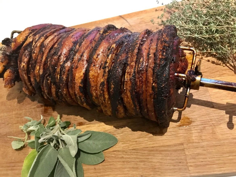 Hjemmelavet porchetta - langtidsstegt på grill