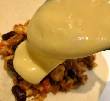 Tex-mex pirogger med kylling, linser og cheddarsauce
