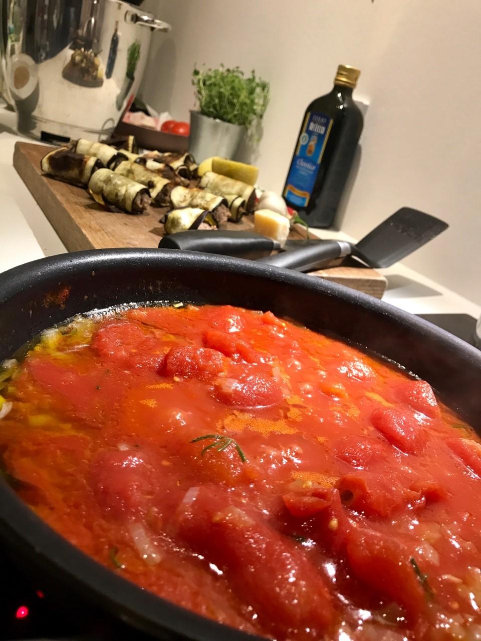 Squashfrikadeller og fyldte aubergineruller