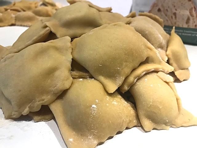 Ravioli med pancetta og mild gorgonzolacreme
