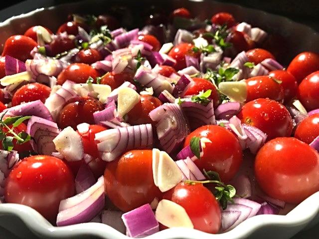 Hjemmelavet tomatrelish lækkert tilbehør til burgers og salater