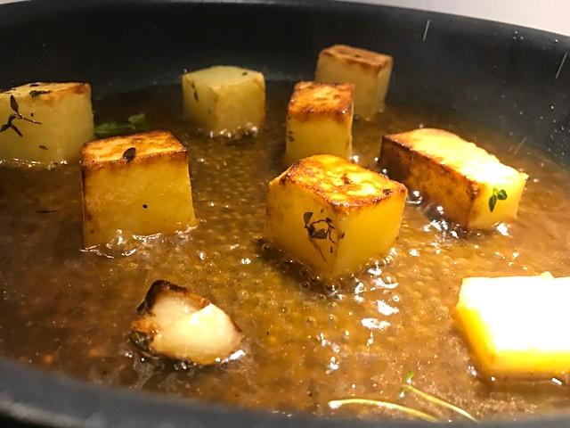 Kalveculotte med fondantkartofler og kirsebærglace