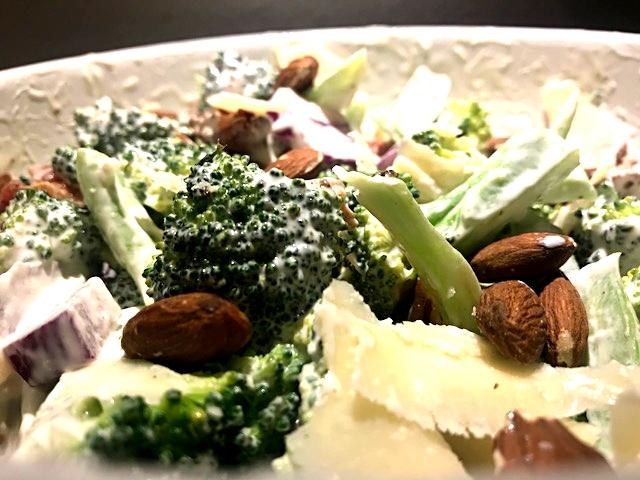 Nem og smagfuld broccolisalat uden fed mayo