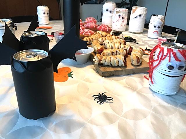 Kreative sysler med ungerne, dæk et festligt og (u)hyggeligt halloweenbord