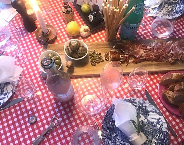 Inviter vennerne til autentisk italiensk aften i spisestuen - mine bedste tips