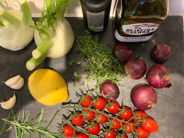 Kalveculotte med fennikel, cherrytomater og rødløg