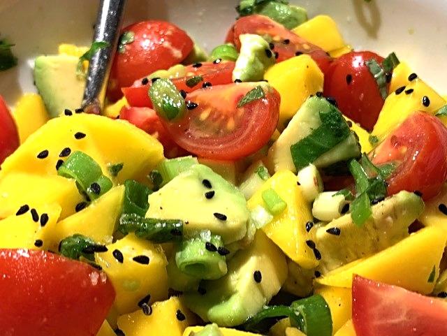Andelår med stegte nudler og mangosalat