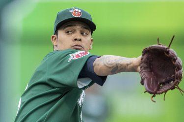 Padres prospect Osvaldo Hernandez pitches for the Fort Wayne TinCaps