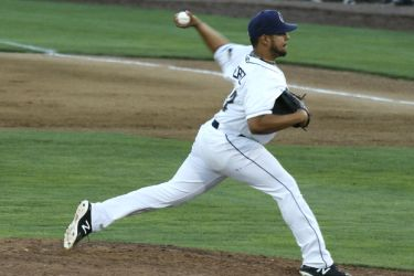 Padres prospect Ramon Perez pitches for Tri-City Dust Devils