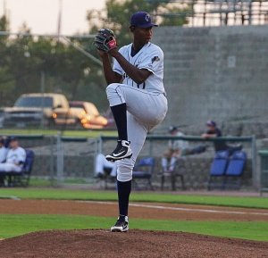 Henry Henry, San Diego Padres prospect pitching for Tri-City Dust Devils
