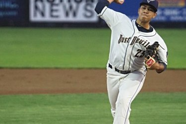 Padres prospect Luarbert Arias pitches for Tri-City Dust Devils