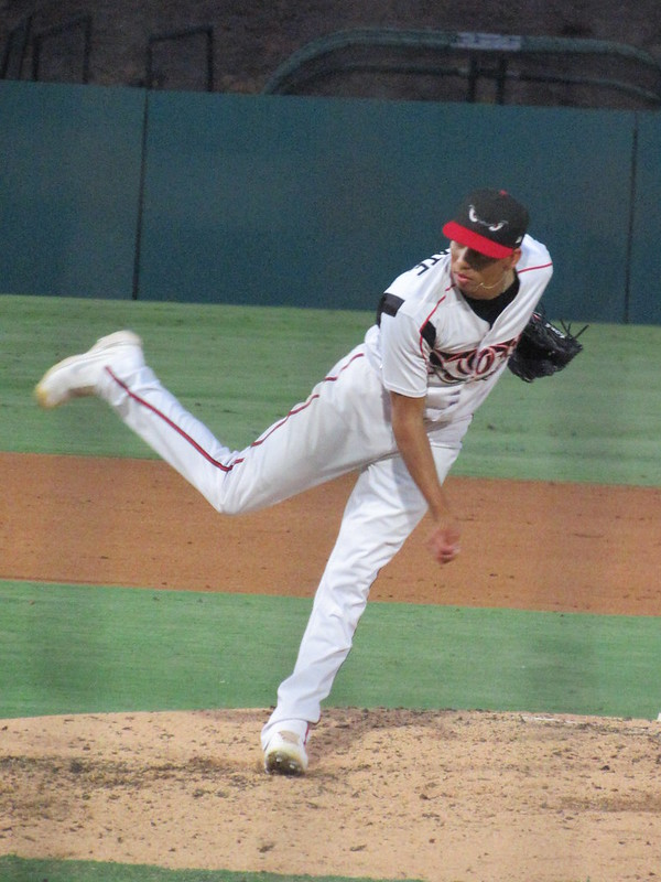 Padres prospect Carlos Guarate pitches for the Lake Elsinore Storm