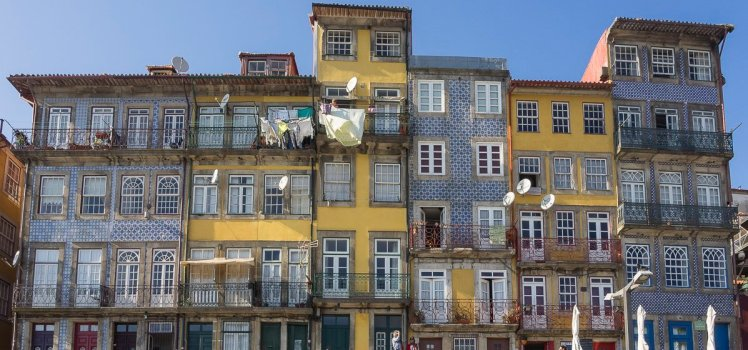 narrow colourful houses quaint streets porto