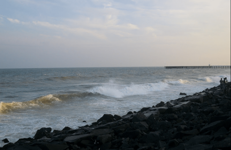 Rocky beach,Pondicherry.png