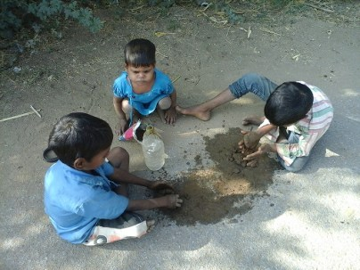 children-playing-with-clay