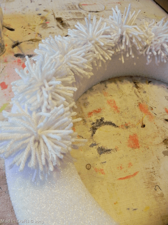 line-poms-on-wreath_thumb2